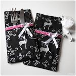 Weihnachtsdinner: Bestecktaschen und Tischkärtchen