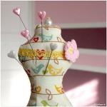 Miniatur Schneiderpuppe: Ein hübsches Nadelkissen
